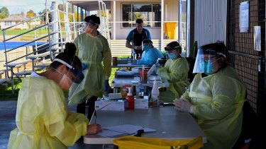 Health workers at the COVID-19 Dubbo West walk-in clinic last week.