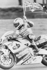 Wayne Gardner on his victory lap. April 9, 1989 at Phillip Island.