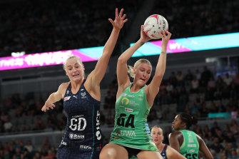 Fever's Sasha Glasgow wins the ball against Melbourne's Jo Weston.