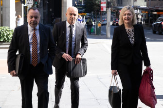 Gary Jubelin arrives at Downing Centre Court flanked by former deputy police commissioner, Nick Kaldas, and Margaret Cunneen.
