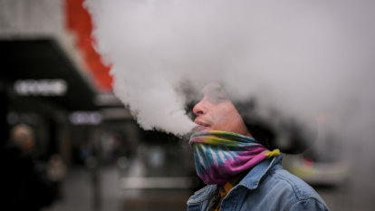 Vaping likely to be banned in Melbourne CBD's smoke-free zones