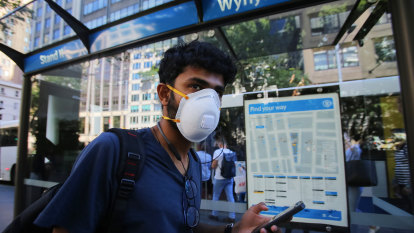 Chief Medical Officer backs voluntary use of face masks on public transport