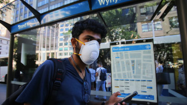 The chief medical officer has backed the voluntary use of face masks on public transport.