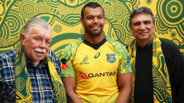 Lloyd McDermott pictured with Kurtley Beale and Glen Ella.