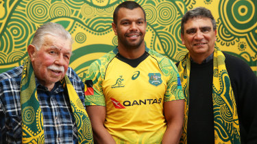 Kurtley Beale, centre, with the late Lloyd McDermott (left) and Gary Ella (right), at the launch of the first Wallabies Indigenous jersey in 2017.