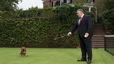 Joe Hockey is hosting a dinner at his Washington DC pad for Donald Trump's chosen ambassador to Australia on Friday.