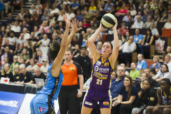 Stella Beck notched 17 points as a stand-in point guard for the Boomers in their overtime loss against the Canberra Capitals last night.