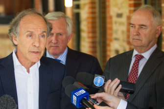Chief Scientist Alan Finkel and Ross Garnaut (right) at a renewable energy summit in Adelaide in 2016.