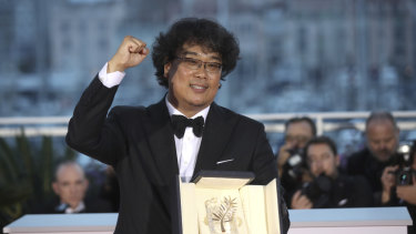Director Bong Joon-ho with his Palme d'Or award for the film Paradise.