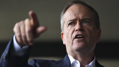 Labor calls for major inquiry into water scandal and accuses Scott Morrison of a 'cover up'