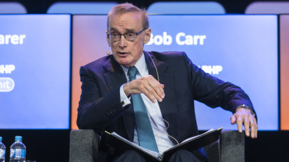 Chinese government denies visas for trip organised by Bob Carr's think tank