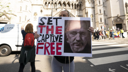 US government wins first appeal battle in fight to extradite Julian Assange