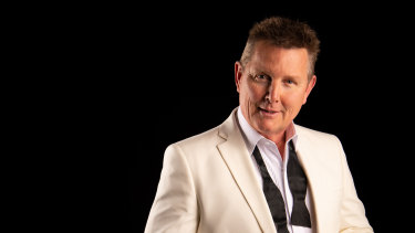 Tom Burlinson lead an extensive trawl through the Great American Songbook.