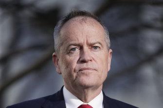Labor's government services spokesman Bill Shorten has called for a royal commission into the robo-debt saga.