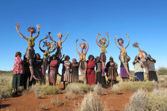 The Tjanpi Desert Weavers who come from remote communities in the Ngaanyatjarra Pitjantjatjara Yankunytjatjara (NPY) lands in the Northern Territory are among the artists included in Know My Name.