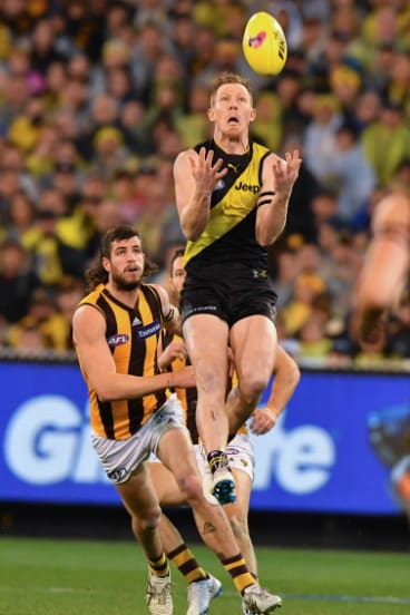 Jack Riewoldt on the lead.