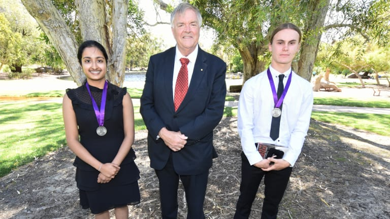 Beazley Medal winners Pooja Ramesh, left, andJess Haydon with WA Governor Kim Beazley, centre.