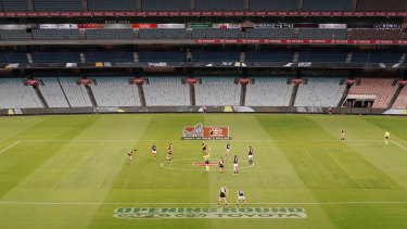 Richmond and Carlton at an empty MCG on day one of the 2020 season.
