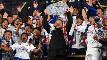 Ange Postecoglou raises the 2019 J-League trophy in triumph in Yokohama.