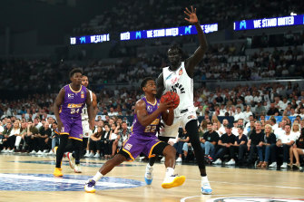 Casper Ware drives to the basket past Melbourne United's Jo Lual Acuil.