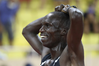 Joshua Cheptegei smashed the men's 10,000 metres record.