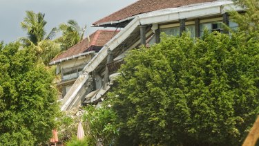 Ombak Sunset hotel on Gili Trawangan collapsed after the earthquake, but many other resorts are already back in operation.