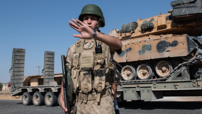 Mass escape from Islamic State camp as Turkish offensive continues