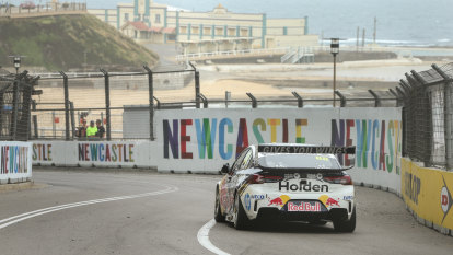 Whincup claims Supercars season-ending Newcastle 500 from pole