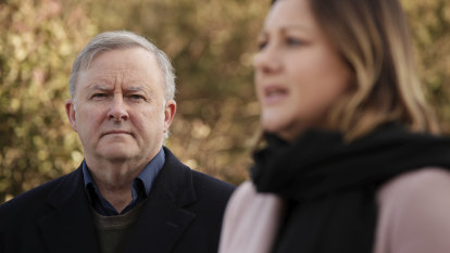 Labor pledges to reverse ABC funding cuts if elected