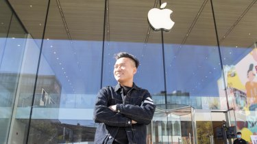 Li Wei, an iPhone scalper says there are noticeably more Chinese using Huawei mobile phones.