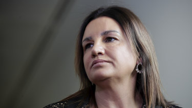 Jacqui Lambie says she will support the union-busting bill if John Setka resigns from the CFMMEU.