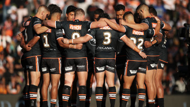 The Tigers huddle for the pre-match minute's silence.