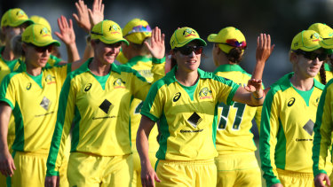 Australia's national women's team is shooting for a world record 22nd straight one-day international victory on Sunday.