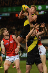 Josh Caddy rises over the pack.