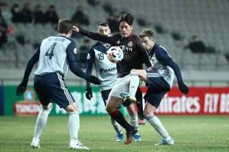 Han Chan-hee of FC Seoul attempts to control the ball as Anthony Lesiotis defends for Melbourne Victory.