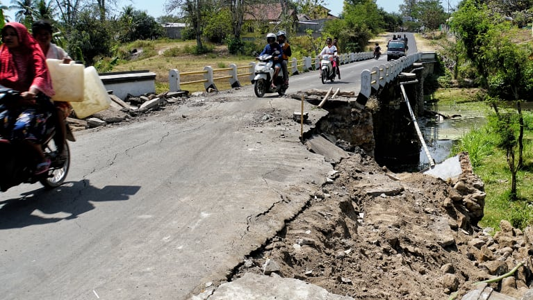 North Lombok is the hardest hit area. Here, near the quake's epicentre, streets have collapsed or are blocked by landslides.