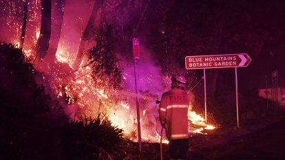 Firefighters lose control of 'mega-blaze' backburn, homes destroyed