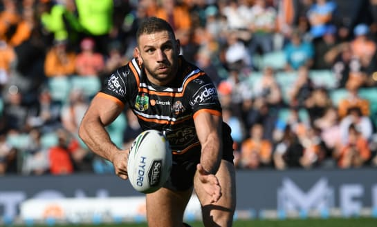 Farah primed for duel with Cook in milestone match