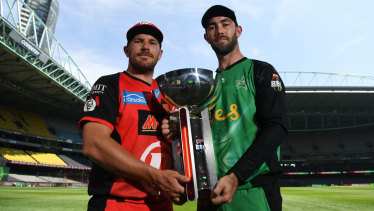 Aaron Finch of the Renegades (left) and Glenn Maxwell of the Stars with the BBL trophy at Marvel Stadium ahead of Sunday's final.