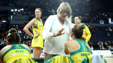 Lisa Alexander reads her Diamonds the riot act during the second Constellation Cup fixture in Auckland.