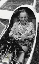 British pilot Derek Piggott, in Australia to compete in the official Austraglide '84 titles at Benalla Aerodrome, broke several gliding records.