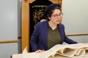 Rabbanit Leah Sarna reading the Megillah.