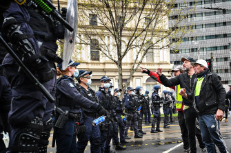 Police and the CFMEU were confronted on Monday by a high-vis clad crowd angry at vaccine mandates.