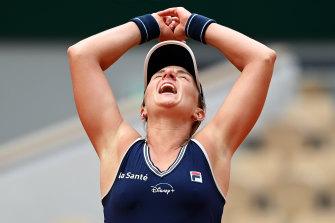 Nadia Podoroska celebrates her win.