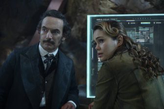 Altered Carbon, season 2, starring Chris Conner as Poe and Dina Shihabi as Dig 301.