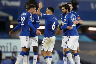 Abdoulaye Doucoure, Ben Godfrey, Allan, Andre Gomes and Michael Keane celebrate Everton's victory.