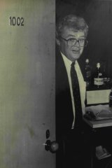 Graham Richardson at the door of Room 1002 in the Wrest Point Casino at Labor's 1986 conference.