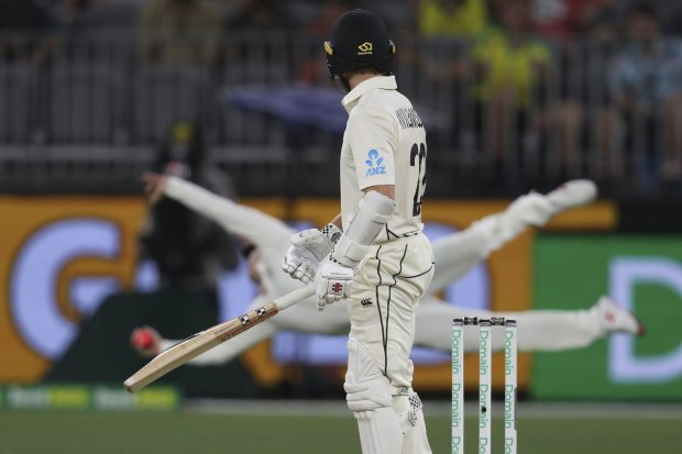 Steve Smith's stunning catch to remove Kane Williamson.