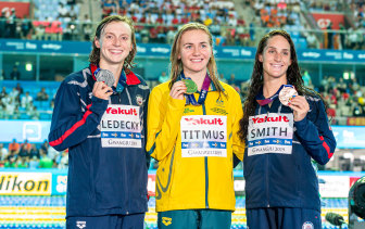 Ariarne Titmus (centre) took the prized scalp of Katie Ledecky (left) at the 2019 FINA World Championships.