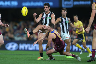 Scott Pendlebury gets a kick away for the Magpies at the Gabba.